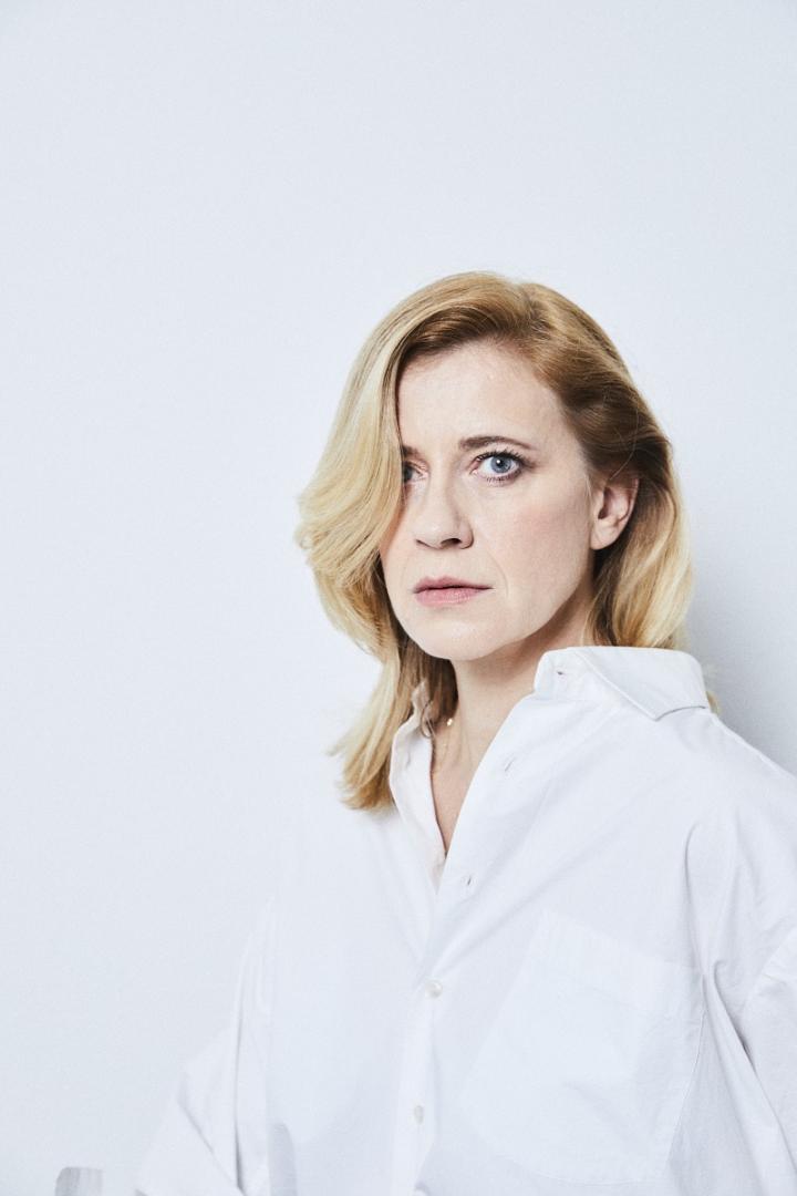 Caroline Peters, Schauspielerin und Buhlschaft 2020 in der Galerie Weihergut
